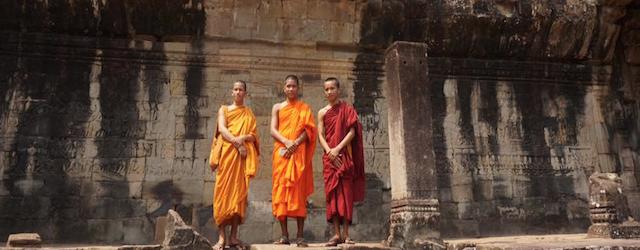 カンボジアで、神々に触れる
